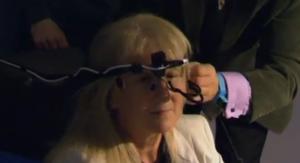Une Australienne aveugle récupère partiellement la vue grâce au premier implant subrétinal d'œil bionique
